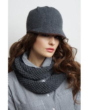 Женская кепка из формованного трикотажа с бантиком и лейблом