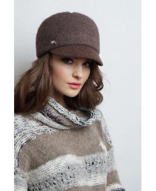 Женская кепка из формованного трикотажа с рельефами