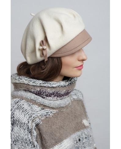 Женская кепка из войлока с фетровым козырьком