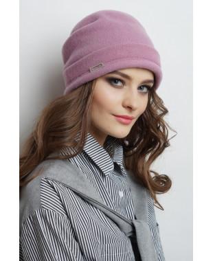 Женская шапочка из войлока с защипами сзади и металлическим декором