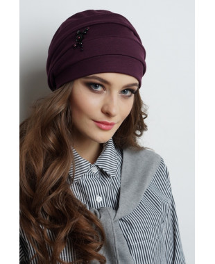 Женская трикотажная шапочка мягкой формы на флисе с бусинами и цветочками