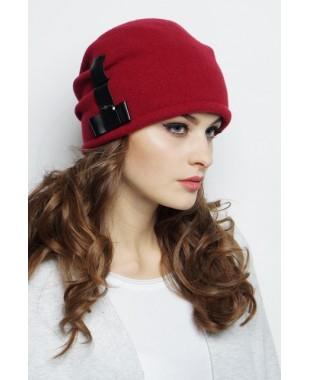 Женская шапочка со складками сзади и кожаной отделкой