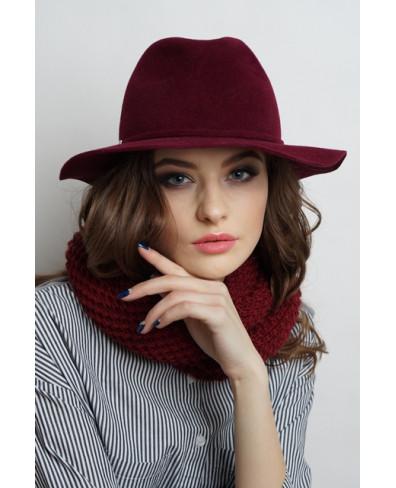 Женская шляпка из велюра с большими полями