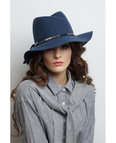 Женская шляпка из фетра с замином и этническим шнуром