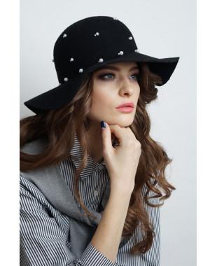 Женская шляпка из фетра с большими полями и бусинами
