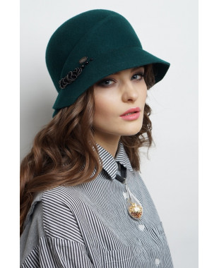 Женская шляпка из фетра с отделкой тесьмой с жемчужинами