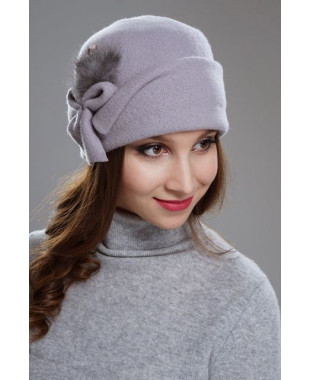 Женская шапочка с отворотом и мехом