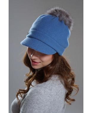 Женская кепка с меховым помпоном