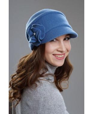 Женская кепка на подкладе с плоским цветком