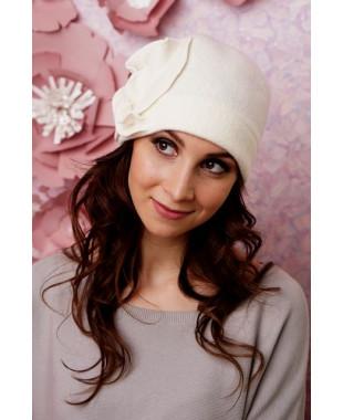 Женская шапочка  с цветком