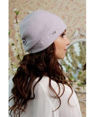 Женская шапочка  мягкой формы с защипом ввиде бантика