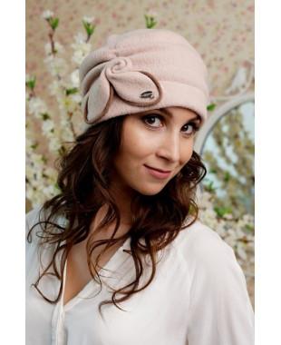 Женская шапочка на подкладе с драпированной тульей