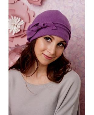 Женская шапочка с красивой лилией