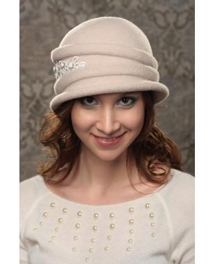 Женская шляпка с кружевом