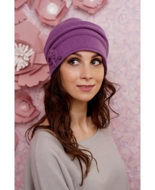 Женская шапочка мягкой формы с флисом и декором из шнура