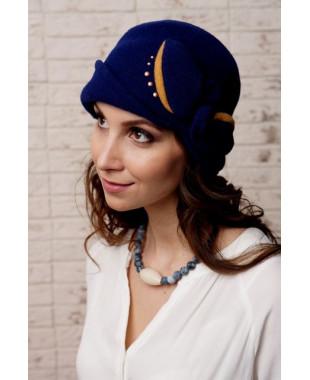 Женская шапочка с отворотом и бантом с узлом