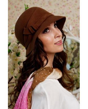 Женская шляпка из фетра со складкой сбоку
