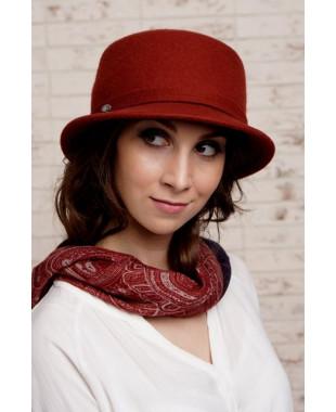 Женская шляпка из фетра с пояском и бантиком