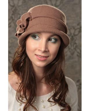Женская шляпка с абстракцией