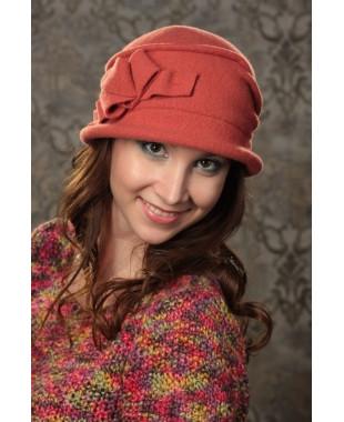 Женская шляпка с узлом-бантом