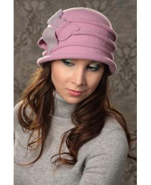 Женская шляпка с защипами