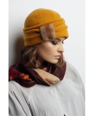 Женская шапочка из войлока с меховой патой