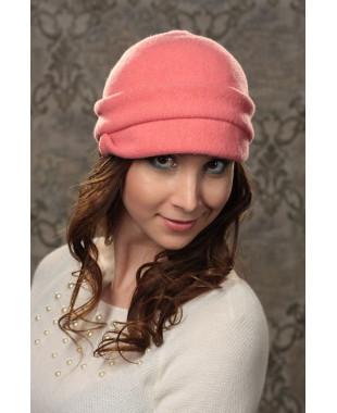 Женская кепка с пуговицей
