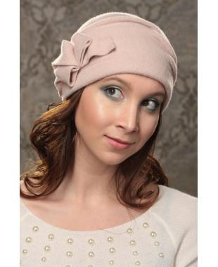 Женская шапочка мягкой формы с узлом-бантом
