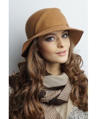 Женская шляпка из фетра с большими полями
