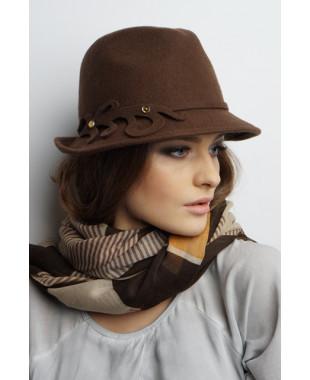 Женская шляпа-федора из фетра с фигурным пояском