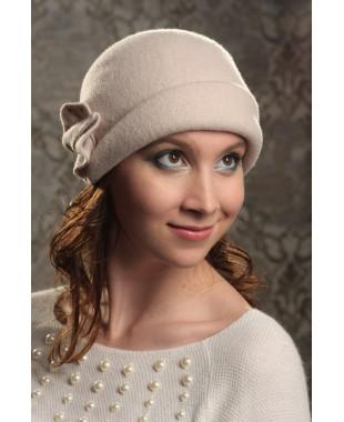 Женская шляпка с отворотом