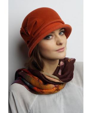 Женская шляпка из фетра с трикотажем