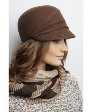 Женская кепка из фетра с драпированной тульей