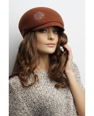 Женская кепка из фетра со снежинками