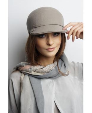 Женская кепка из фетра с завитками по донышку