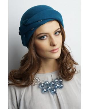 Женская шапочка из фетра с фигурным отворотом