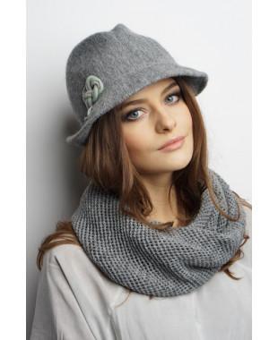 Женская шляпка из формованного трикотажа