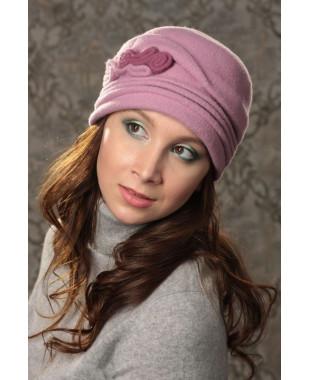 Женская шапочка с завитками из войлока