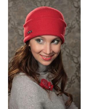 Женская шапочка  с отворотом и бантом сзади