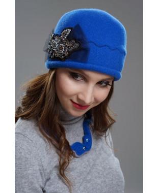 Женская шапочка с аппликацией и бантом из сетки