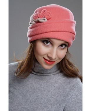 Женская шапочка с отворотом и завитками из войлока