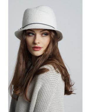 Шляпа из формованного трикотажа с замином и кожаной отделкой
