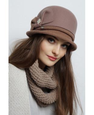 Шляпа из фетра с трикотажным полем и бантом с бусинами
