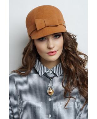 Женская кепка из велюра со смещающимся бантиком
