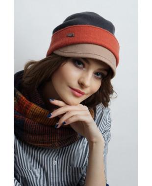 Женская кепка из войлока с отворотом и фетровым козырьком