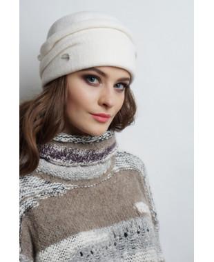 Женская шапочка из войлока с отворотом и декором сзади