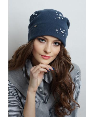 Женская шапочка мягкой формы из войлока с бусинами