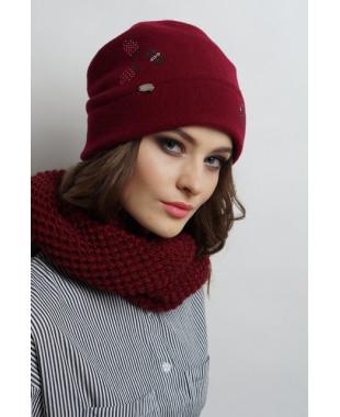 Женская шапочка мягкой формы из войлока с весенним декором