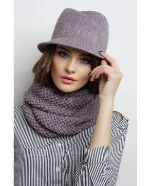 Женская шляпка из формованного трикотажа с замином с лейблом