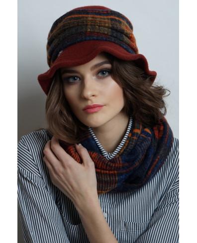 Женская шляпка с цельнокроеным полем из войлока с отделкой трикотажем